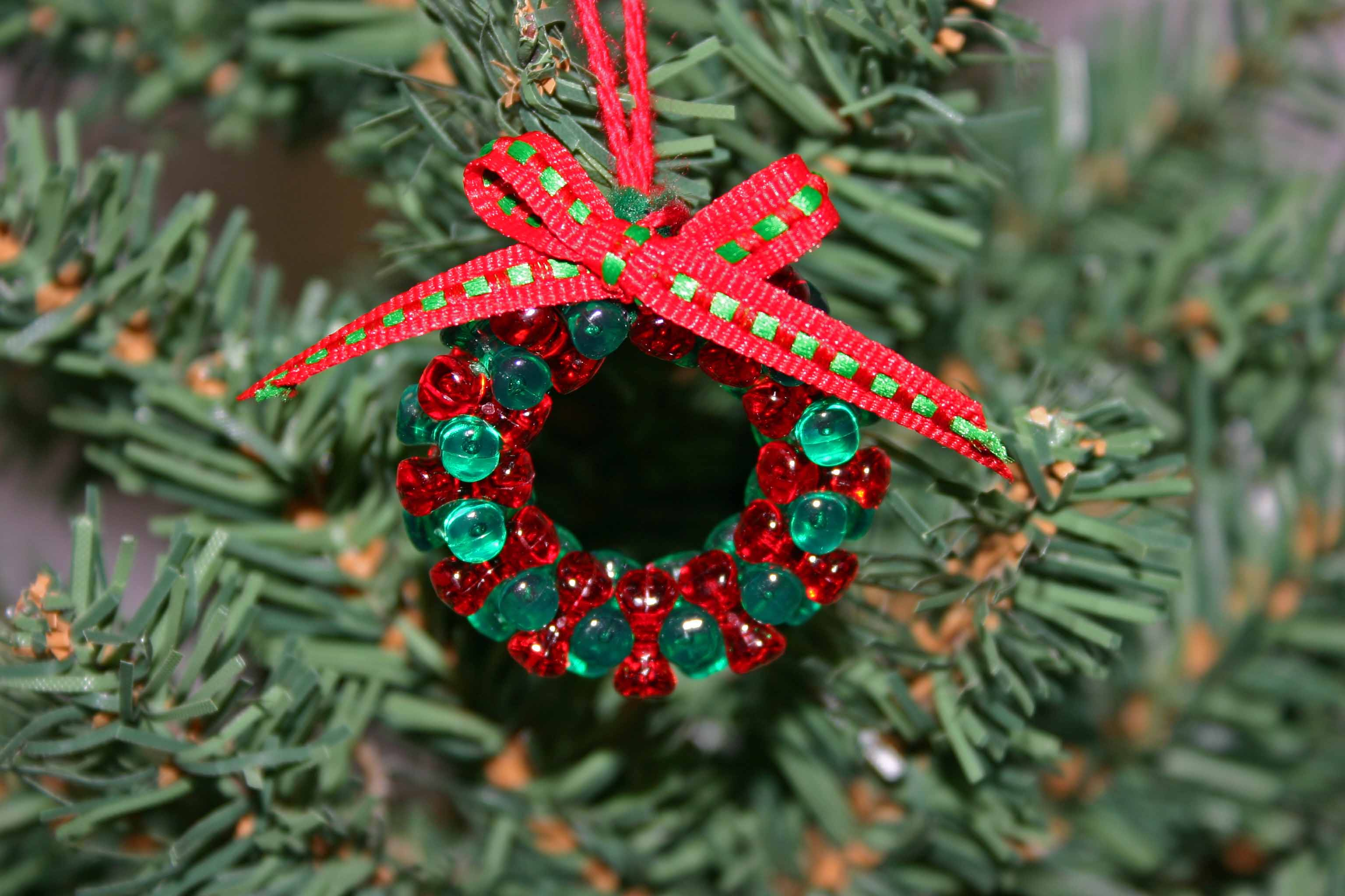 Handmade christmas ornaments with beads - Beaded Christmas Wreath Red Green Clear Finished