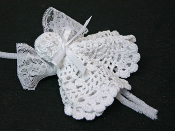Easy Angel Crafts Doily Angel tie ribbon bow around neck