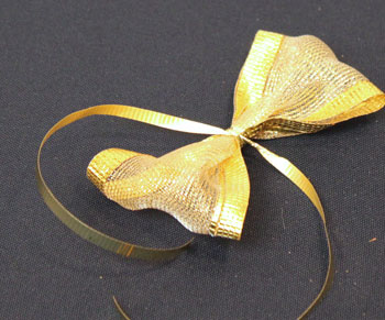 Easy Angel Crafts Spiral Wire Angel step 13 form ribbon bow for wings