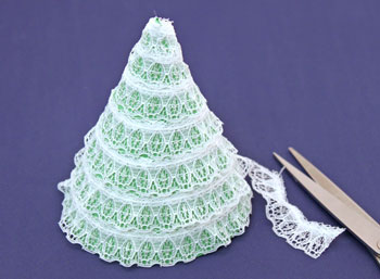 Easy Christmas Crafts Construction Paper Christmas Tree step 7 trim the lace