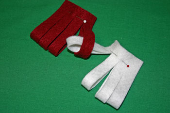 Easy Christmas Crafts Felt Basket insert white strip through red