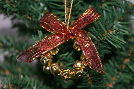 Easy Christmas Crafts Jingle Bell Wreath red and gold on Christmas tree