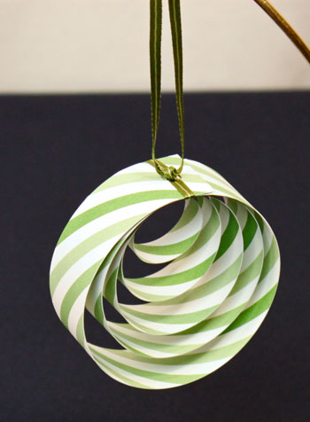 Easy Christmas Crafts Paper Circles Ornament finished and hanging