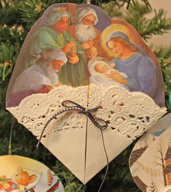 Easy Christmas Crafts Paper Doily Greeting Card Ornament manger scene