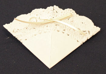Easy Christmas Crafts Paper Doily Greeting Card Ornament step 8 tie bow