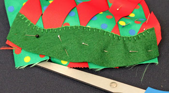 Easy Christmas Crafts Woven Ribbon Christmas Tree Door Hanger step 12 finish attaching felt strip