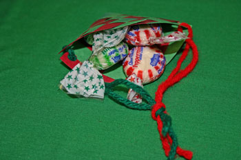Easy Christmas Crafts paper basket cone fill with treats