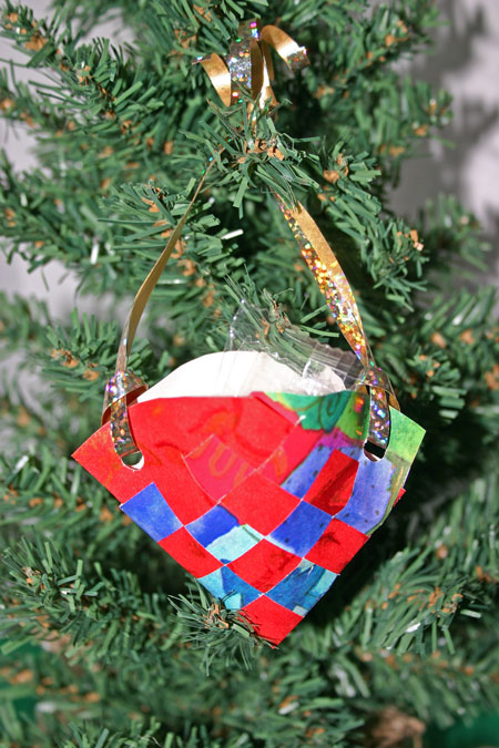 Easy Christmas Crafts paper basket cone gift wrap version