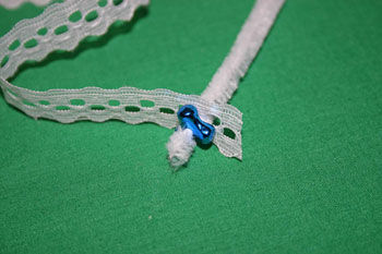 Easy-Christmas-crafts-Beaded Christmas wreath blue silver add a bead