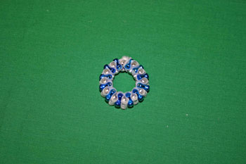 Easy-Christmas-crafts-Beaded Christmas wreath blue silver finished circle