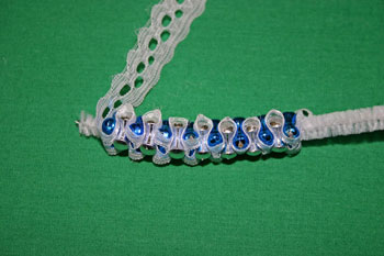 Easy-Christmas-crafts-Beaded Christmas wreath blue silver continue with more beads
