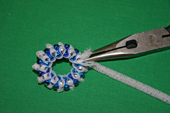 Easy-Christmas-crafts-Beaded Christmas wreath blue silver twist and cut wire