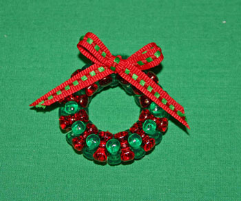 Easy-Christmas-crafts-Beaded Christmas wreath red green clear add bow