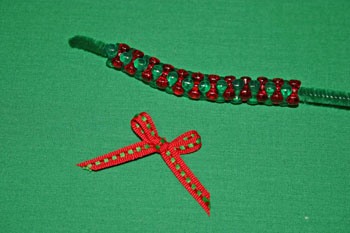 Easy-Christmas-crafts-Beaded Christmas wreath red green clear all beads
