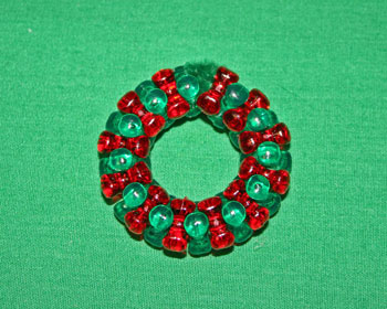 Easy-Christmas-crafts-Beaded Christmas wreath red green clear finished circle