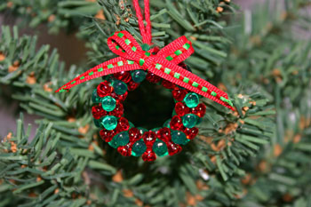 Easy-Christmas-crafts-Beaded Christmas wreath red green clear finished