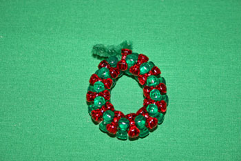 Easy-Christmas-crafts-Beaded Christmas wreath red green clear make circle