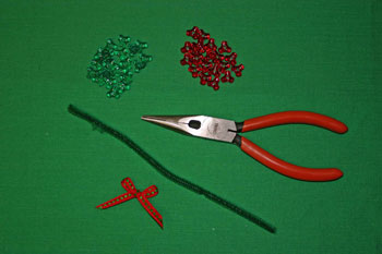 Easy-Christmas-crafts-Beaded Christmas wreath red green clear materials