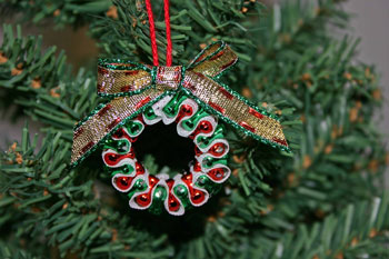 Easy-Christmas-crafts-Beaded Christmas wreath red green metallic finished