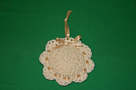 Easy felt crafts doily sachet tone on tone example