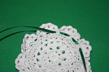 Easy felt crafts doily sachet weave ribbon