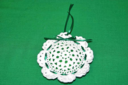 Easy felt crafts doily sachet add hanging loop