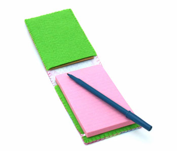 Easy Felt Crafts Notepad Cover2 showing open with pen ready for notes