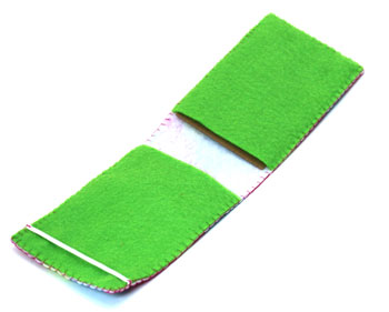Easy Felt Crafts Notepad Cover2 step 17b insert cardboard into front