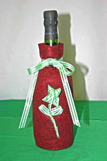 Easy Felt Crafts Wine Gift Bag finished with green ribbon