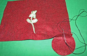 Easy Felt Crafts Wine Gift Bag start near bottom corner
