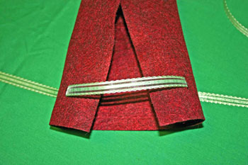 Easy Felt Crafts Wine Gift Bag thread ribbon through slits