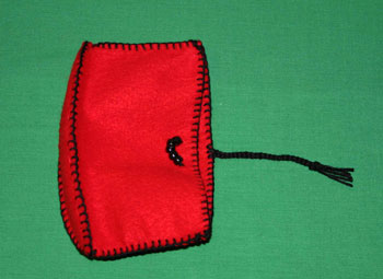 Easy felt crafts cosmetic pouch step 10
