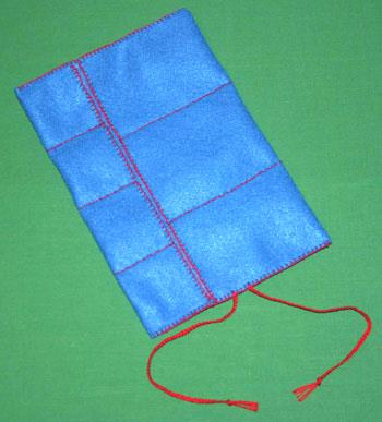Easy felt crafts jewelry roll empty blue