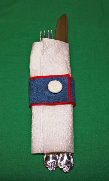 Easy felt crafts napkin ring red white blue closeup