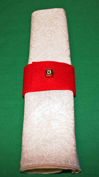 Easy felt crafts napkin ring red with bell closeup