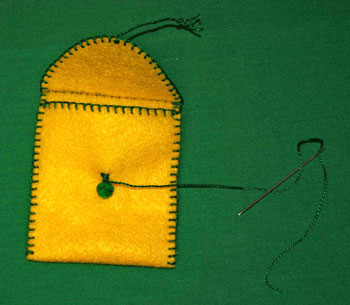 Easy felt crafts small items pocket step 10