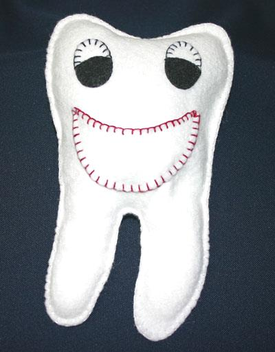Easy felt crafts tooth pillow - Mr. Smiley Tooth