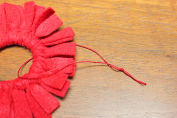 Felt Fringe Wreath Ornament step 11 make yarn loop