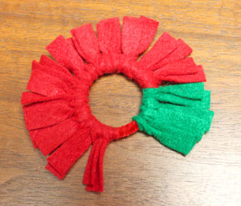 Felt Fringe Wreath Ornament step 8 add highlight color