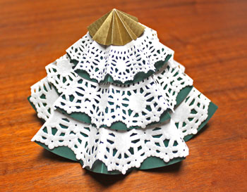 Folded Paper Circles Christmas Tree paper and doilies version