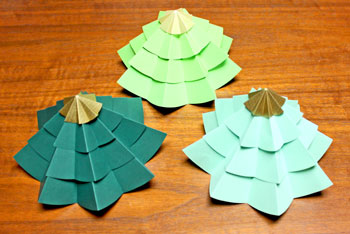 Folded Paper Circles Christmas Tree three of the same size