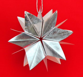 Folded Paper Squares Star silver 6-point on display