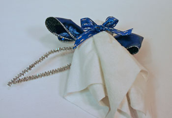 Easy Angel Crafts Handkerchief Angel tie ribbon into bow at neck