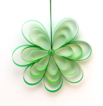 Paper Strips Flower green finished on display