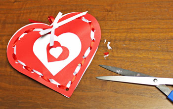 Valentine Heart Pocket step 10 finish weave, tie bows, trim ribbon