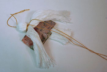 Easy Angel Crafts - Yarn Angel - Separate white yarn at back