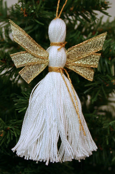 Easy Angel Crafts - Yarn Angel - Slimmer with white yarn, gold ribbon and gold yarn