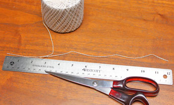 Circle Wreath Ornament step 6 cut yarn