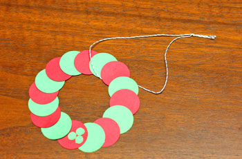 Circle Wreath Ornament step 7 make yarn loop