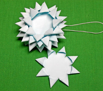Paper Chrysanthemum Ornament step 18 add smallest circle last